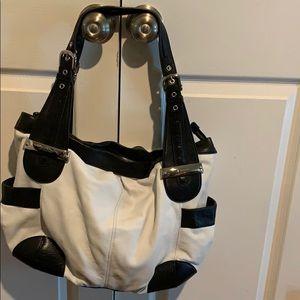 B Makowsky dbl handle shoulder bag 100% leather